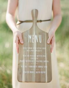 svatební menu na prkénku