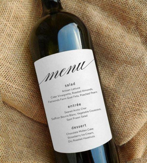 svatební menu na lahvi s vínem